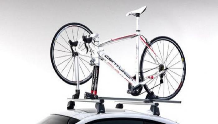 """أيهما أفضل نقل الدراجة على سقف السيارة أم بـ""""باب المؤخرة""""؟"""