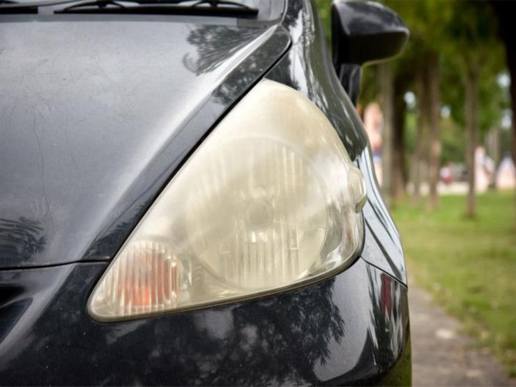 حيلة بسيطة تمكنك من إزالة اصفرار مصابيح السيارة الأمامية