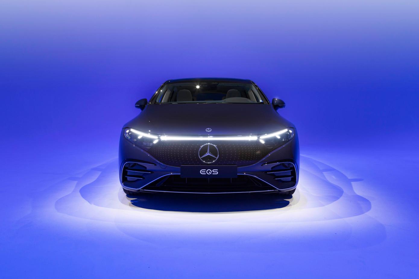 أول سيارة كهربائية في فئة السيارات السيدان الكهربائية الفخمة