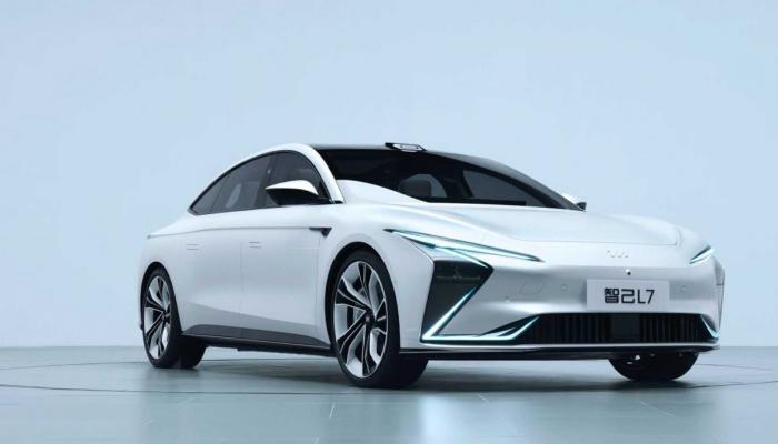الصين تكشف النقاب عن Zhiji L7 طراز كهربائي من المستقبل