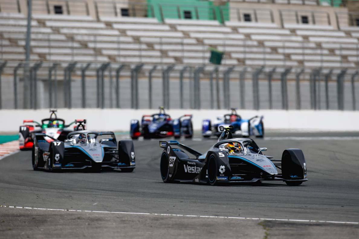 فريق مرسيدس إي كيو للفورمولا إي يتصدر المجموعة بعد سباق فالنسيا