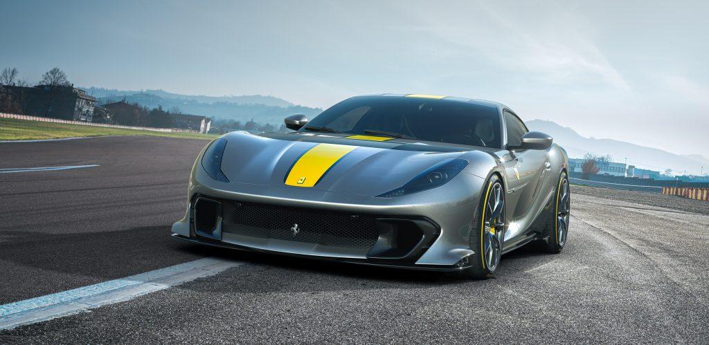فيراري تطرح سيارة جديدة V12 محدودة الإصدار بمحرّك