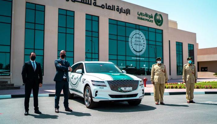 بالصور.. جينيسيس الفاخرة تنضم لأسطول سيارات شرطة دبي