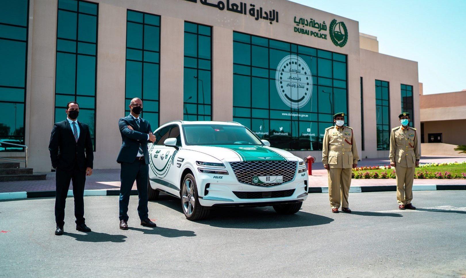 شرطة دبي تعزز أسطول سياراتها بجينيسيس GV 80