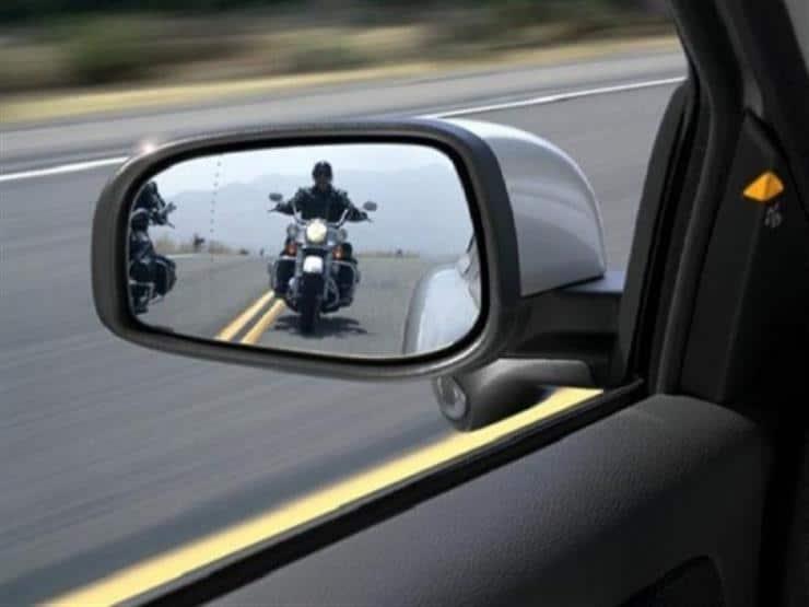نصائح هامة لتفادي خطورة النقاط العمياء أثناء القيادة