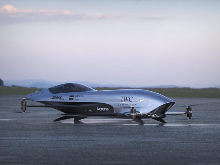 بالفيديو والصور  أول سيارة سباق طائرة في العالم تظهر بفورمول