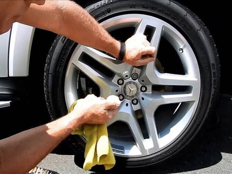 هل يمكن تنظيف جنوط السيارة بالخل والكولا؟