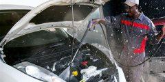 لهذه الأسباب.. يحذر خبراء من غسل محرك السيارة باستمرار