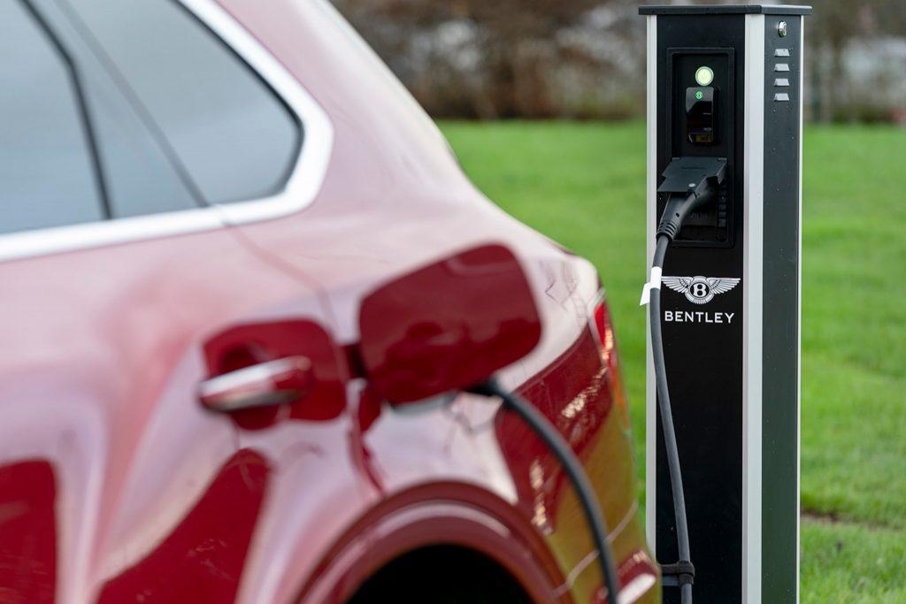أول سيارة كهربائية من بنتلي تعتمد على منصة أرتميس