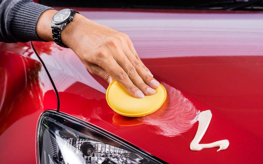 كم مرة يجب أن تشمّع سيارتك؟ وما أهمية ذلك؟