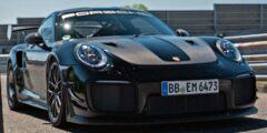 بورش 911 جي تي 2 أر أس تثبت انها أفضل سيارة رياضية في العالم وتحطم رقم نوربورغرينغ القياسي