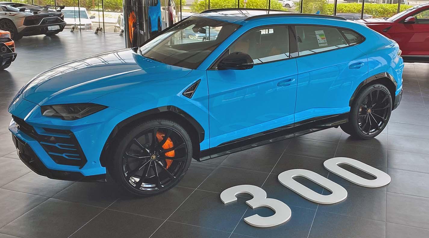 لامبورغيني تحتفل ببيع مركبتها أوروس الرقم 300 في الإمارات