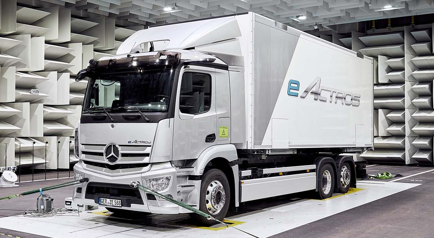 مرسيدس بنز إي أكتروس 2022 الجديدة بالكامل – الشاحنة الكهربائية الأولى الخاصة بالانتاج من العملاق الالماني