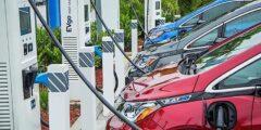 جنرال موتورز تتعاون مع شل لإقامة محطات شحن السيارات الكهربائ