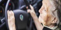 متى يجب تحذير كبار السن من القيادة؟