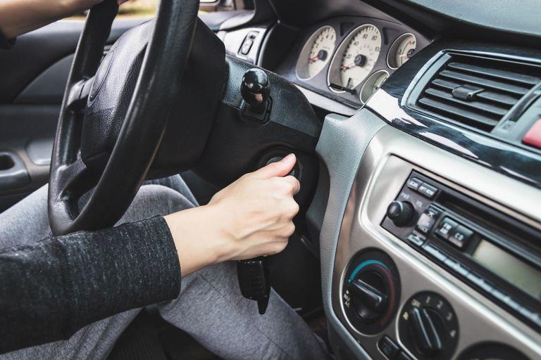 أسباب إنطفاء محرك السيارة أثناء السير