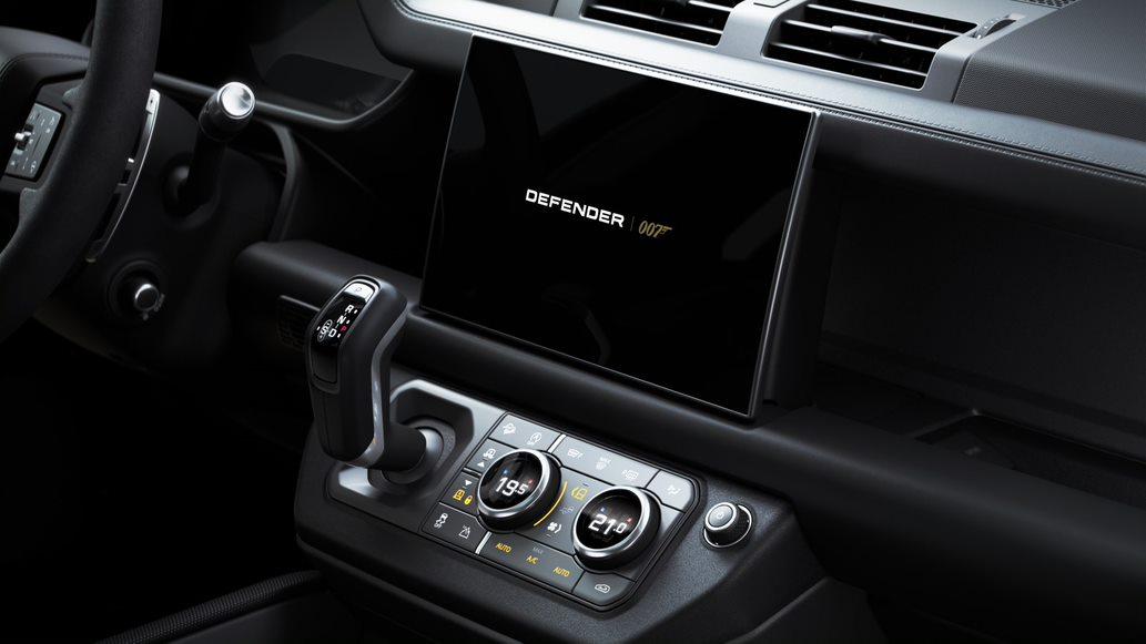 ديفندر V8 بوند